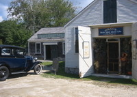 Grays_frnt_w_antique_car_sign